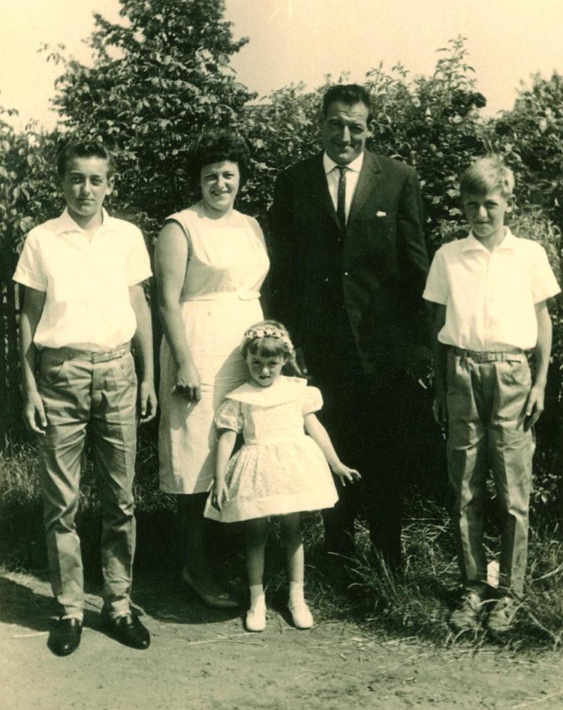 Familie Ulrich, Papa Heinrich und Mutter Erna mit den Söhnen Karl-Heinz (li.) und Bernd (r.) und Tochter Marina in den 60-er Jahren