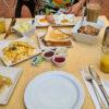 Maritim-Frühstück-am-Tisch