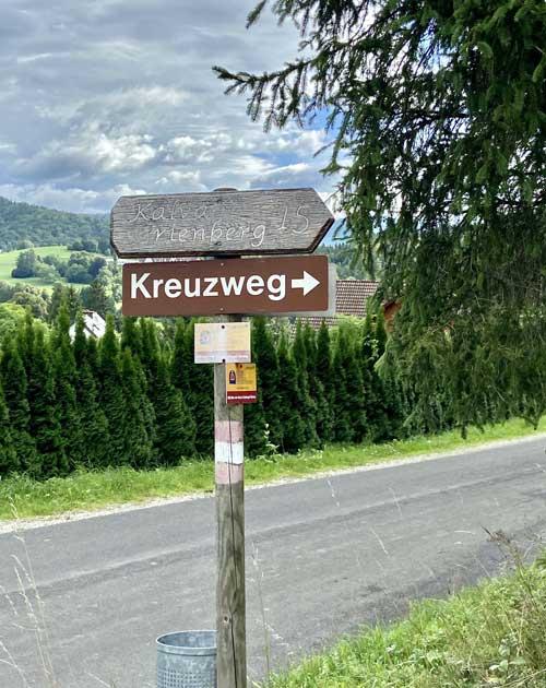 Kreuzweg-Schild